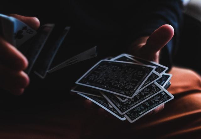 Blackjack live on jännittävä korttipeli.